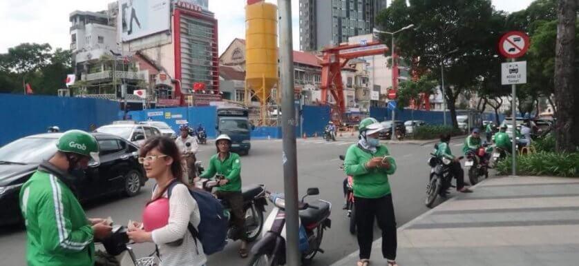 ベトナムのライドシェアは車ではなくバイク!